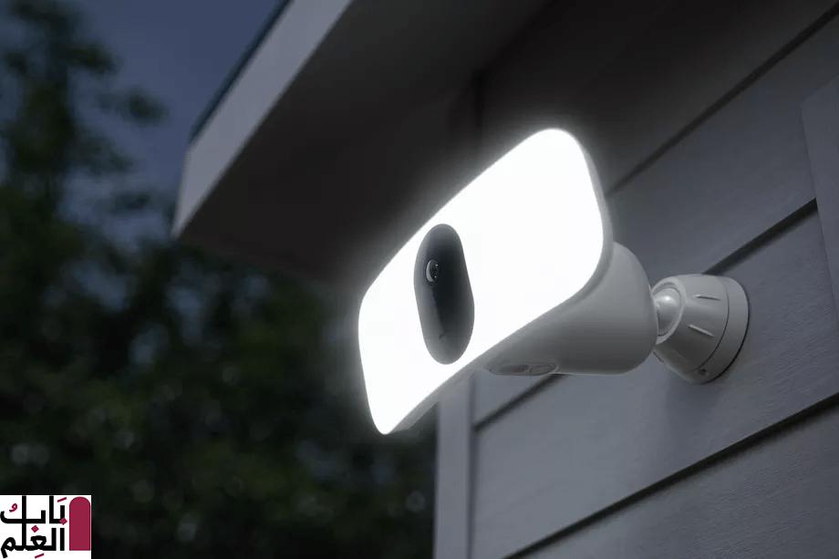 لا تحتاج كاميرا Floodlight Camera الجديدة من Arlo إلى أي أسلاك