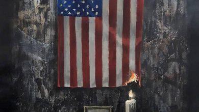 Photo of بانكسي ينعي فلويد بلوحة تصور العلم الأميركي يحترق