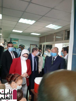 """محافظ القاهرة ووزير الصحة 2020 يشهدان """"تطعيم شلل الأطفال'"""