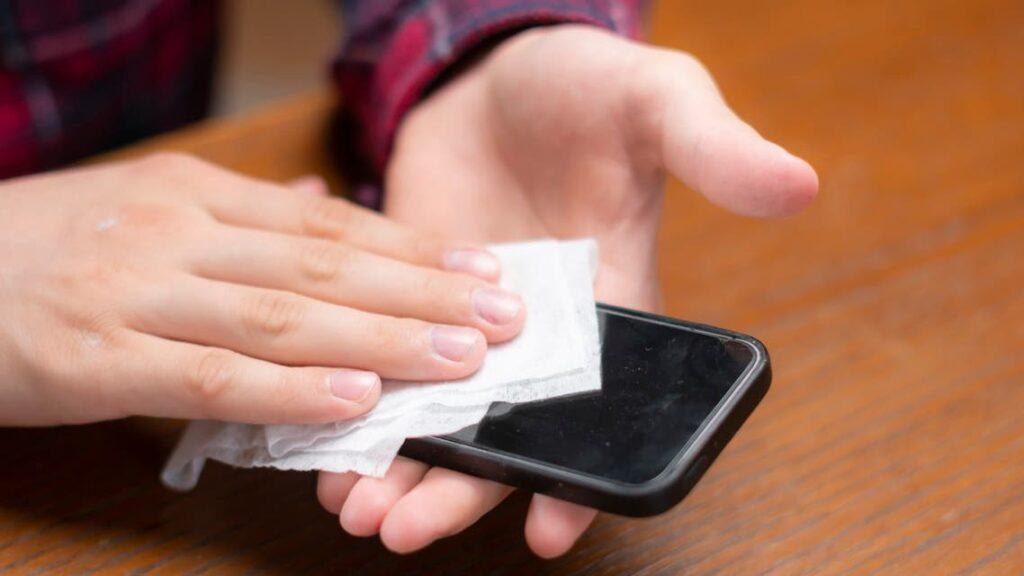 كيفية تطهير هاتفك الذكي