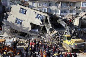 زلزال تركيا إنقاذ أم وإبنتها